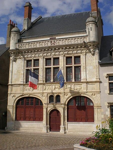 Photo du Monument Historique Hôtel de ville situé à Beaugency