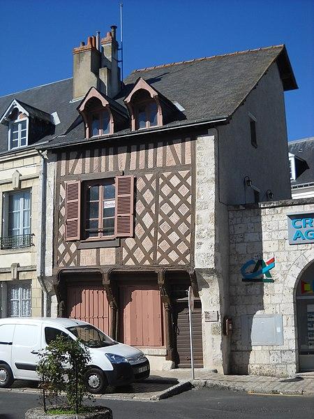Photo du Monument Historique Maison à pans de bois situé à Beaugency