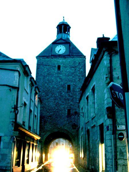 Photo du Monument Historique Tour dite de l'Horloge situé à Beaugency
