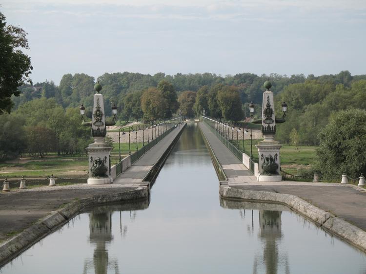 Photo du Monument Historique Pont-canal sur la Loire (également sur commune de Saint-Firmin-sur-Loire) situé à Briare