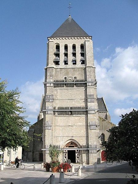 Photo du Monument Historique Eglise Saint-Pierre situé à Chécy