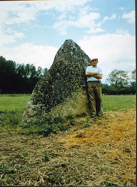 Photo du Monument Historique Menhir dit Pierre aux Sorciers ou Pierre de la Justice situé à Chevannes