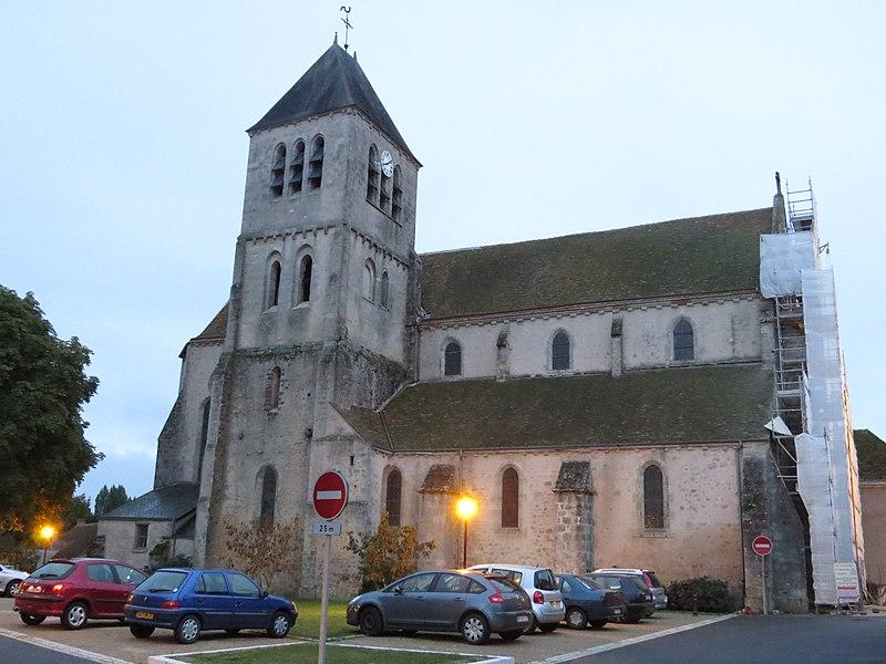 Photo du Monument Historique Eglise Saint-Pierre situé à Chilleurs-aux-Bois