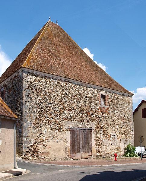 Photo du Monument Historique Grange aux dîmes situé à Dammarie-en-Puisaye