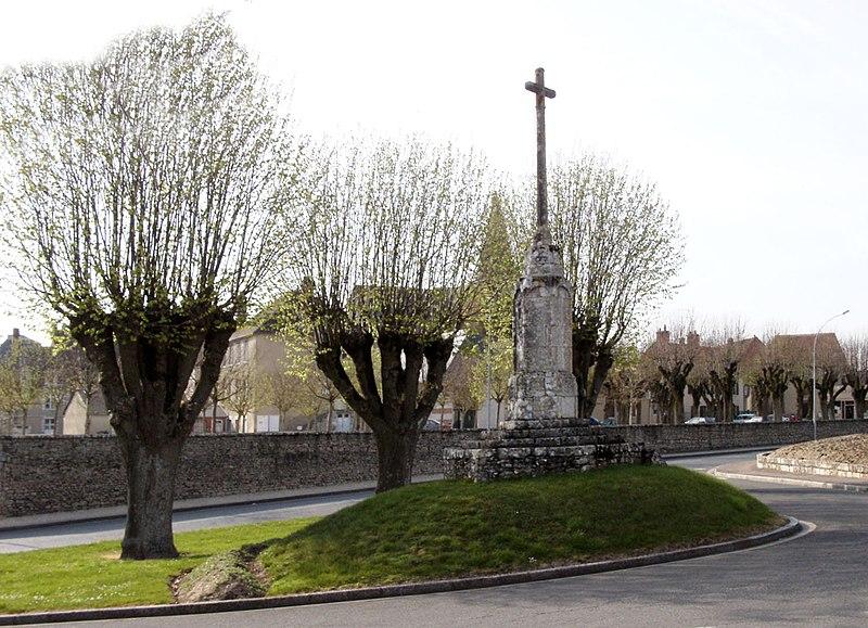 Photo du Monument Historique Croix Sainte-Apolline situé à Ferrières
