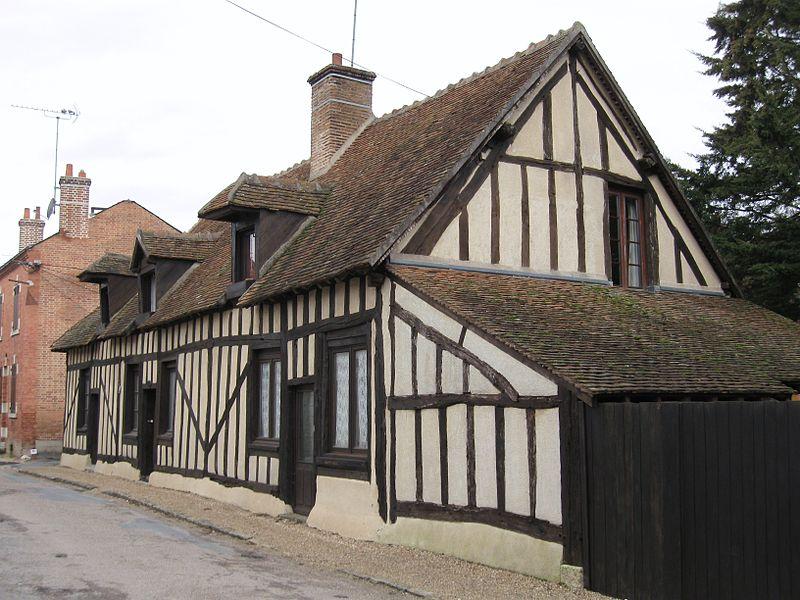 Photo du Monument Historique Groupe d'habitations en pans de bois situé à La Ferté-Saint-Aubin