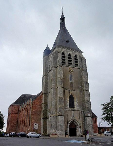 Photo du Monument Historique Eglise paroissiale Sainte-Jeanne d'Arc (ancienne église Saint-Pierre) situé à Gien