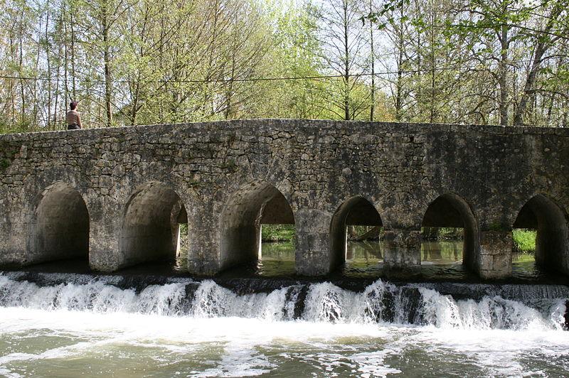 Photo du Monument Historique Pont sur la Cléry dit Le Gril de Corbelin situé à Griselles
