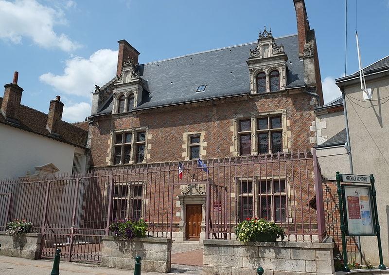 Photo du Monument Historique Hôtel de ville situé à Lorris