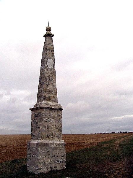 Photo du Monument Historique Obélisque astronomique, dit aussi Méridienne situé à Manchecourt