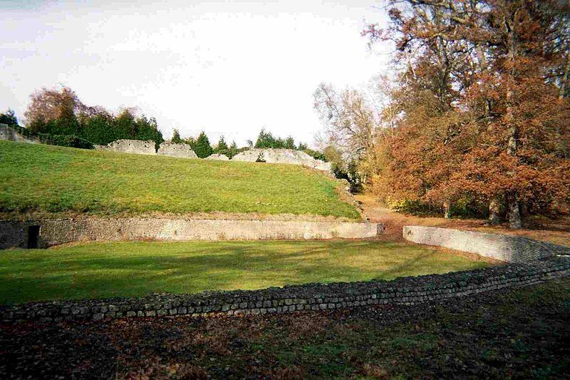 Photo du Monument Historique Amphithéâtre de Chenevières situé à Montbouy
