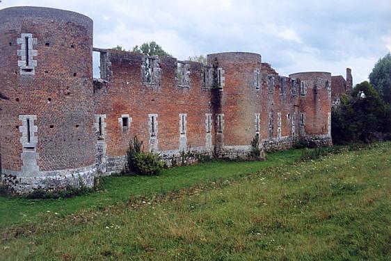 Photo du Monument Historique Vestiges du château du Hallier situé à Nibelle