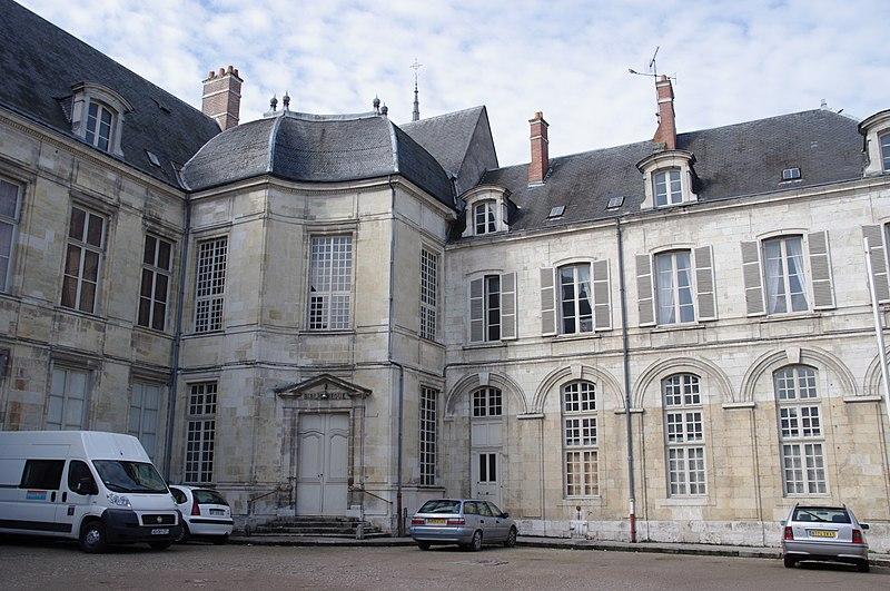 Photo du Monument Historique Ancien évêché, puis bibliothèque municipale, actuellement annexe de la médiathèque situé à Orléans