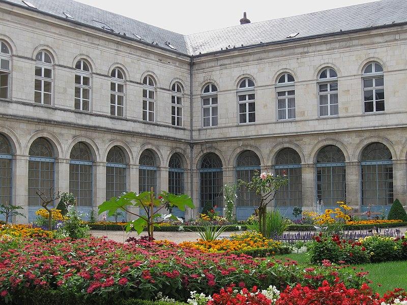 Photo du Monument Historique Centre hospitalier régional d'Orléans, dit Hôpital général d'Orléans situé à Orléans
