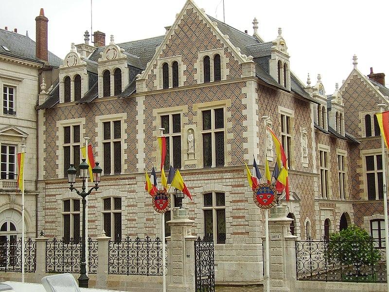 Photo du Monument Historique Hôtel Groslot, actuellement Hôtel de ville situé à Orléans