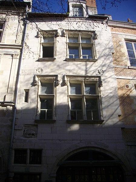Photo du Monument Historique Immeubles situé à Orléans
