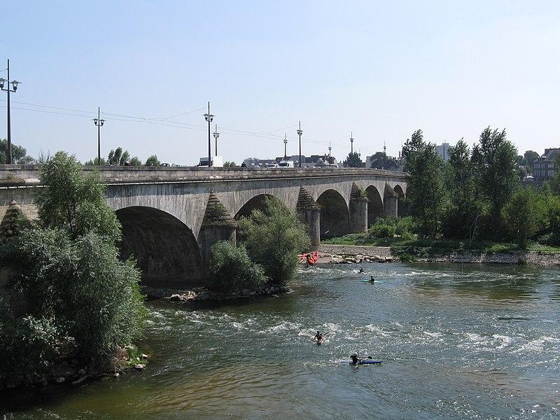 Photo du Monument Historique Pont George V situé à Orléans