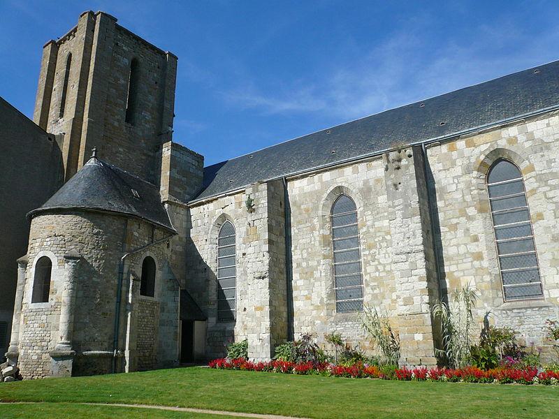 Photo du Monument Historique Restes de l'ancienne collégiale Saint-Georges situé à Pithiviers