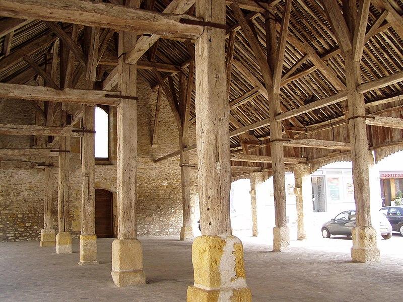 Photo du Monument Historique Halle situé à Puiseaux