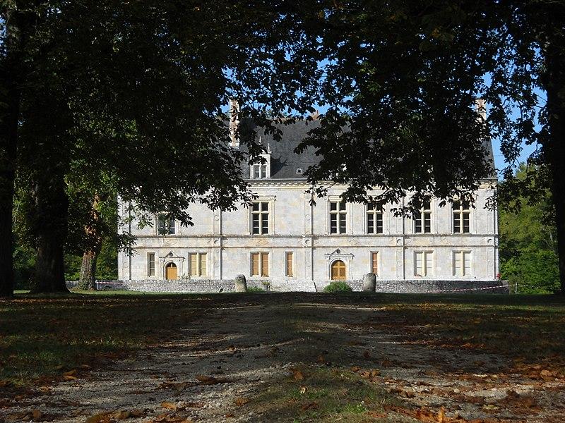Photo du Monument Historique Château de Cormes situé à Saint-Cyr-en-Val