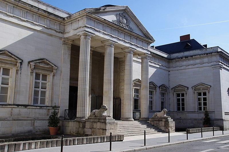 Photo du Monument Historique Palais de Justice situé à Orléans
