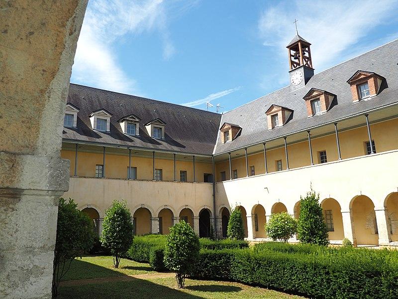 Photo du Monument Historique Ancien couvent des Ursulines, ancien hôpital situé à Montargis