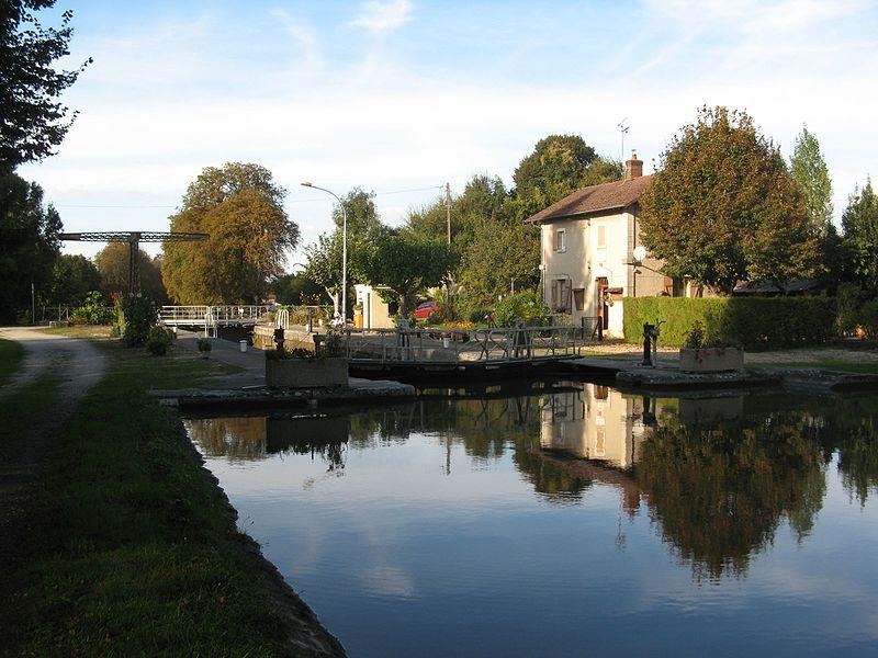 Photo du Monument Historique Site d'écluse de Briquemaut, situé sur le canal de Briare situé à Châtillon-Coligny
