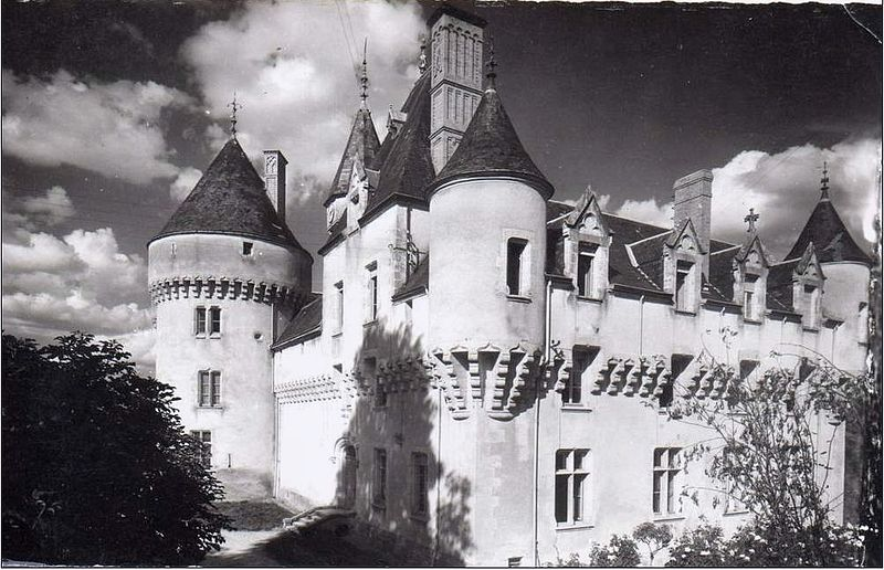 Photo du Monument Historique Château de Rouville situé à Malesherbes