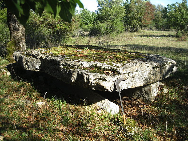 Photo du Monument Historique Dolmen situé à Assier
