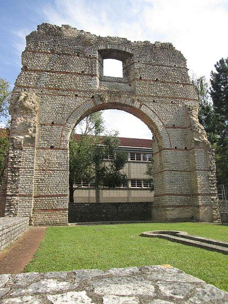 Photo du Monument Historique Arc de Diane et ses abords situé à Cahors
