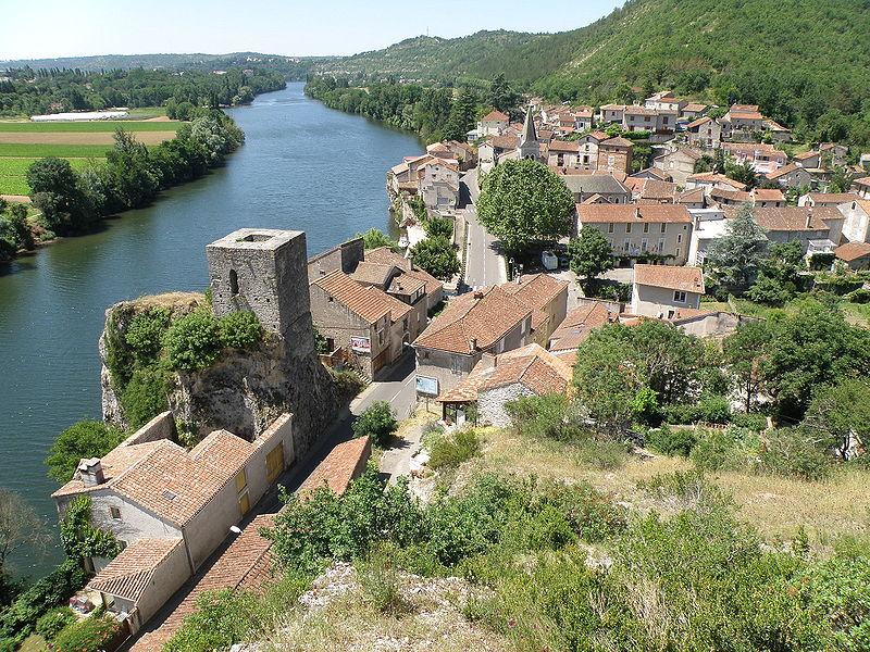 Photo du Monument Historique Ruines de la tour de péage situé à Laroque-des-Arcs