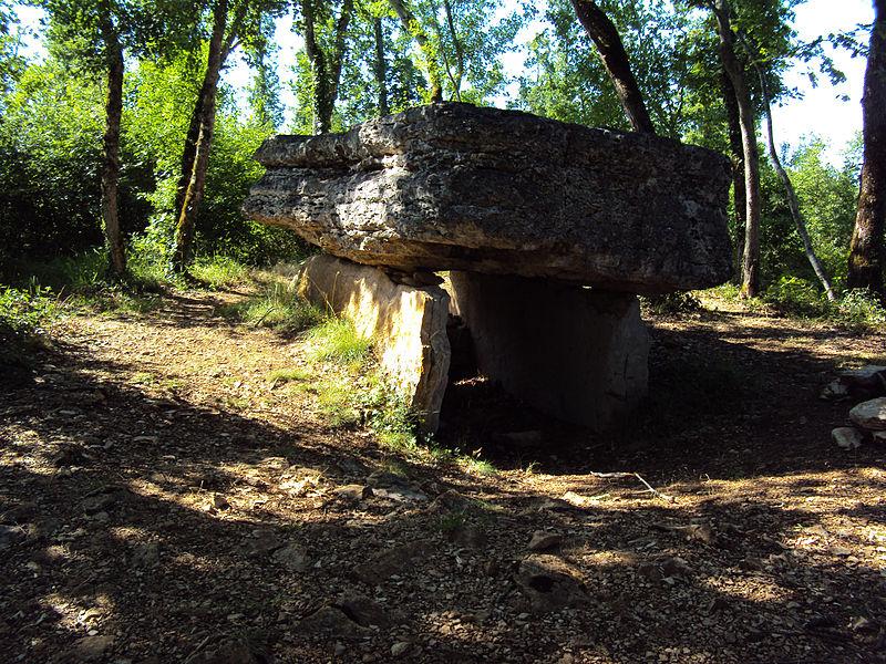 Photo du Monument Historique Dolmen de Pech-Lapeyre situé à Limogne-en-Quercy