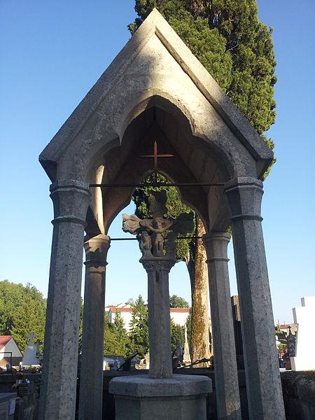 Photo du Monument Historique Calvaire couvert du cimetière situé à Puy-l'Evêque