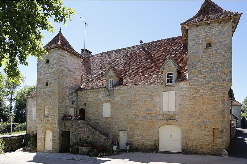 Photo du Monument Historique Maison à tourelles situé à Rignac