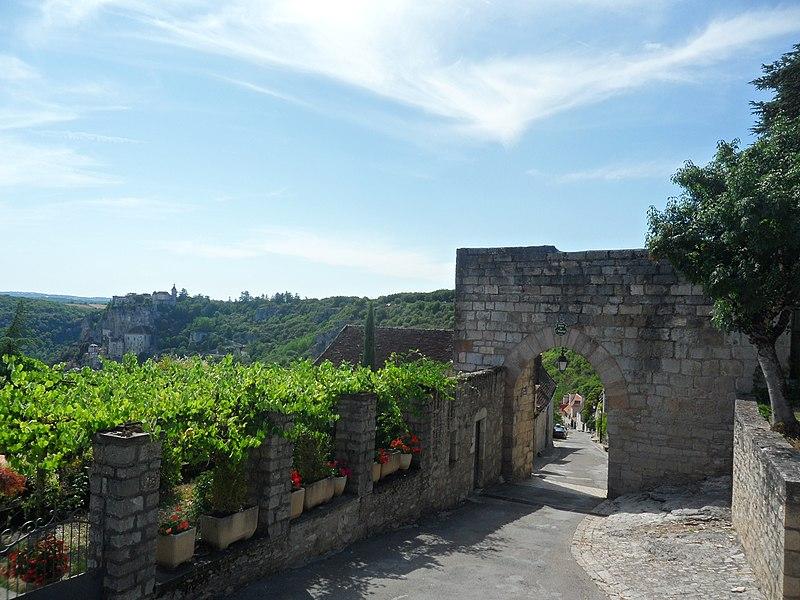 Photo du Monument Historique Porte de l'Hôpital, dite Porte Sainte situé à Rocamadour