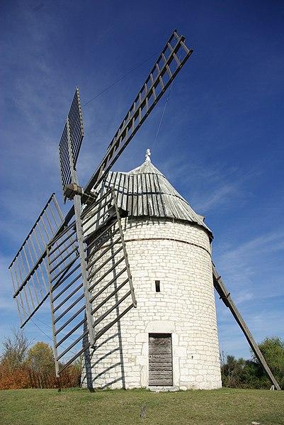 Photo du Monument Historique Moulin à vent de Boisse situé à Sainte-Alauzie