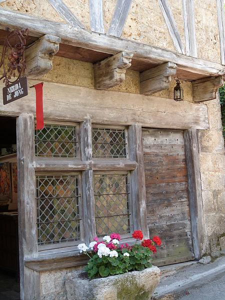 Photo du Monument Historique Maison du 14e siècle, dite Maison Bessac situé à Saint-Cirq-Lapopie