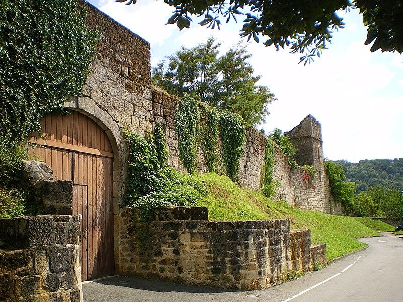 Photo du Monument Historique Remparts de la ville situé à Figeac
