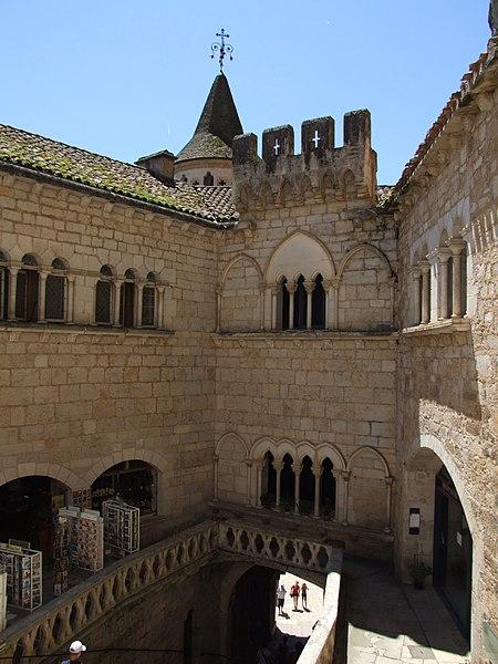 Photo du Monument Historique Ancien palais abbatial, actuel musée d'art sacré situé à Rocamadour