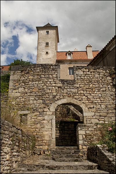Photo du Monument Historique Castrum ou château de Larnagol situé à Larnagol
