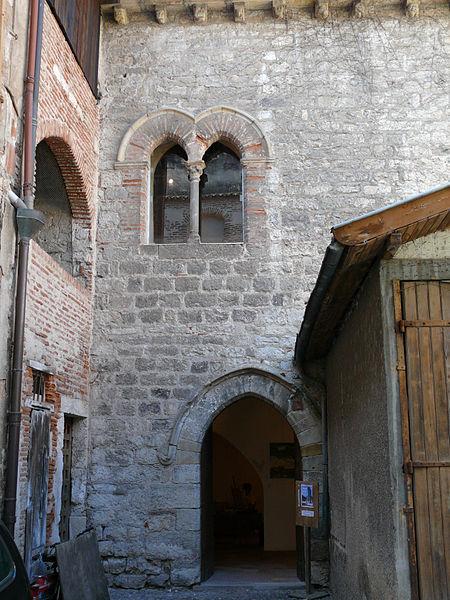 Photo du Monument Historique Grenier du chapitre, tour et ancienne prévôté situé à Cahors