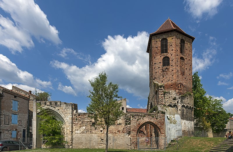 Photo du Monument Historique Ruines de l'ancienne église Saint-Hilaire situé à Agen