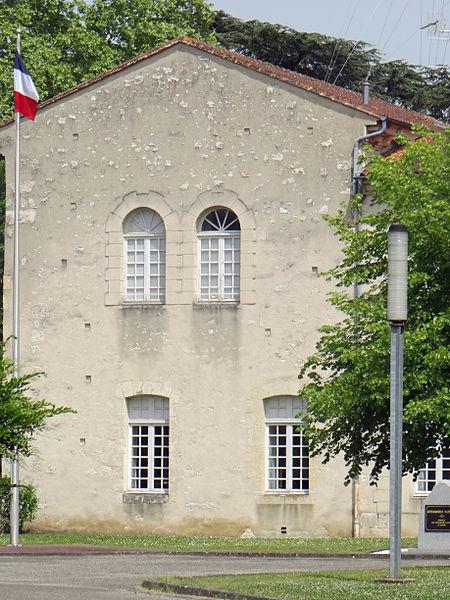 Photo du Monument Historique Ancienne manufacture royale de toile, actuellement caserne Valence situé à Agen