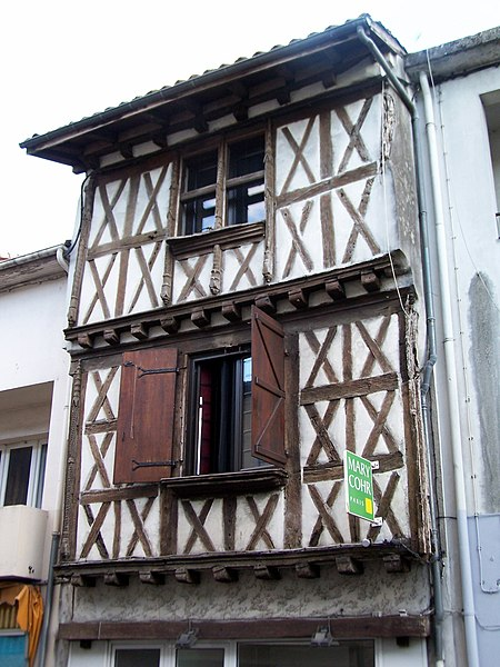 Photo du Monument Historique Maison à pans de bois situé à Casteljaloux