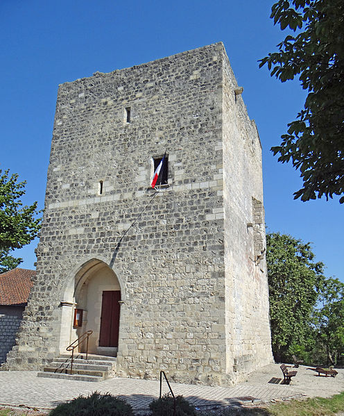 Photo du Monument Historique Ancien château situé à Dolmayrac