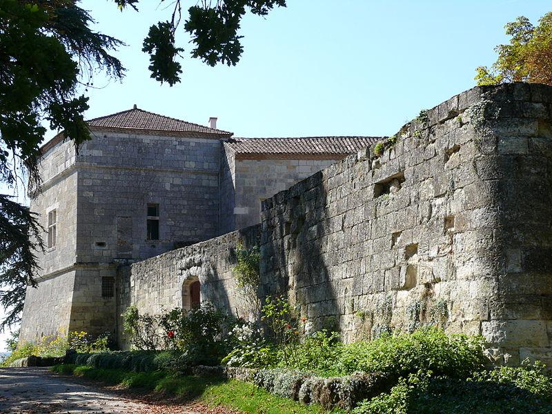 Photo du Monument Historique Château de Montluc situé à Estillac