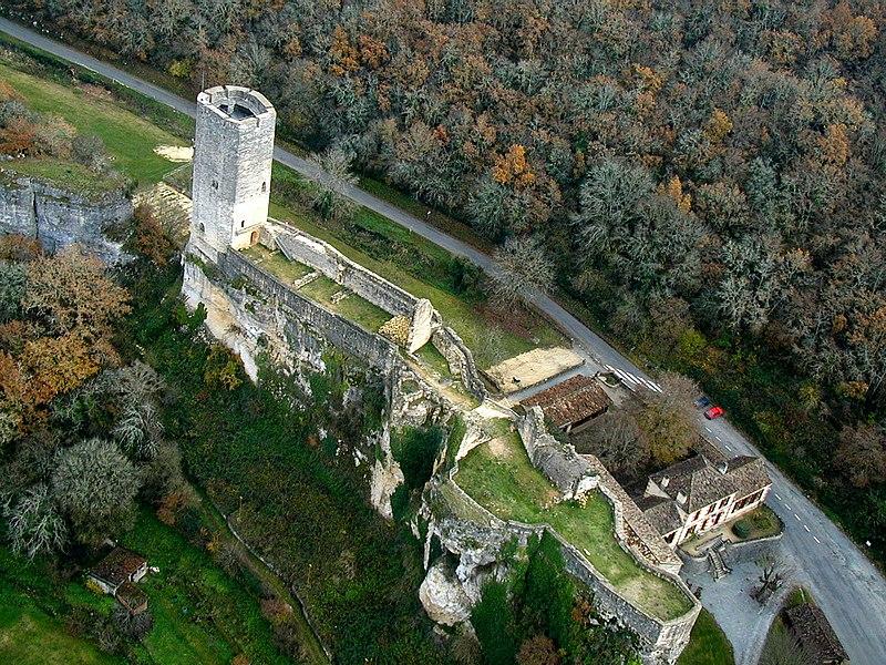 Photo du Monument Historique Ancien château situé à Gavaudun