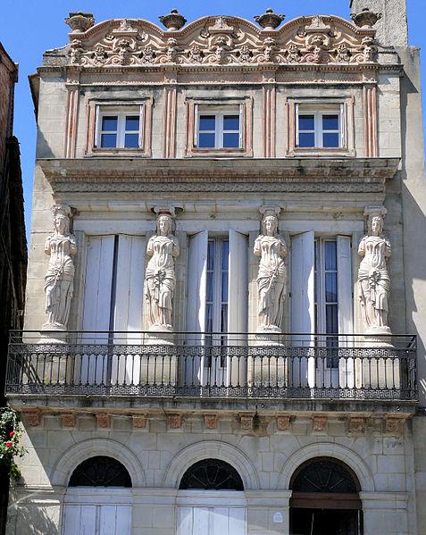 Photo du Monument Historique Maison à cariatides situé à Lauzun