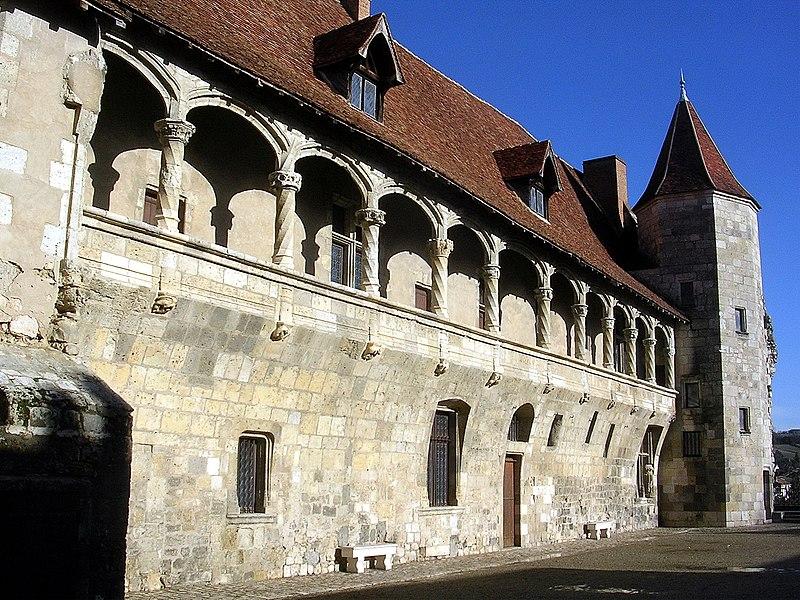 Photo du Monument Historique Ancien château de Henri IV situé à Nérac