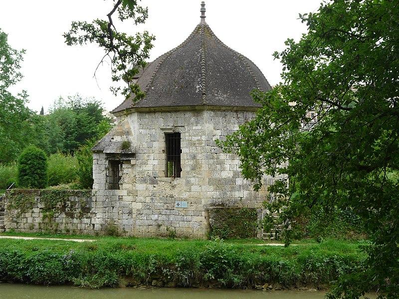 Photo du Monument Historique Pavillon des Bains d'Henri IV situé à Nérac
